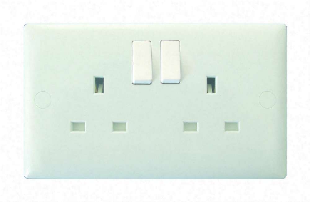 Varilight Doyle Tratt 2 Gang 13a Switched Electrical Plug Socket Standard White Plastic Xo5w 489 P
